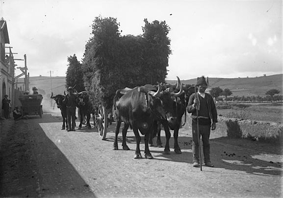 Paysans bien vêtus vers 1900