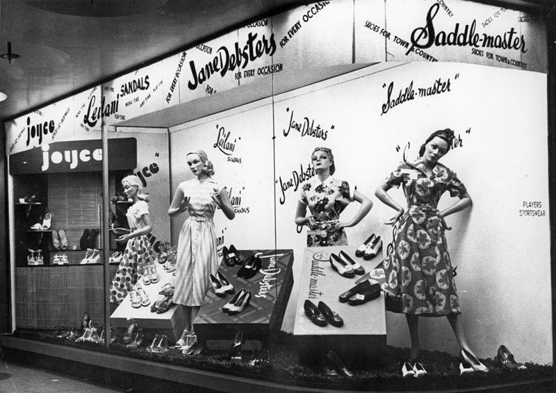 Histoire de la mode: mode été 50. La Sainte Vierge aurait-elle mis cela?