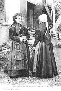 Femmes des Alpes vers 1900: dignité et pudeur.