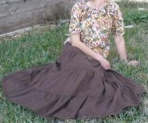 La vraie élégance féminine: vêtements modestes et façon de se tenir à l'unisson