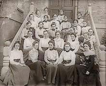 Jeunes filles vers 1900