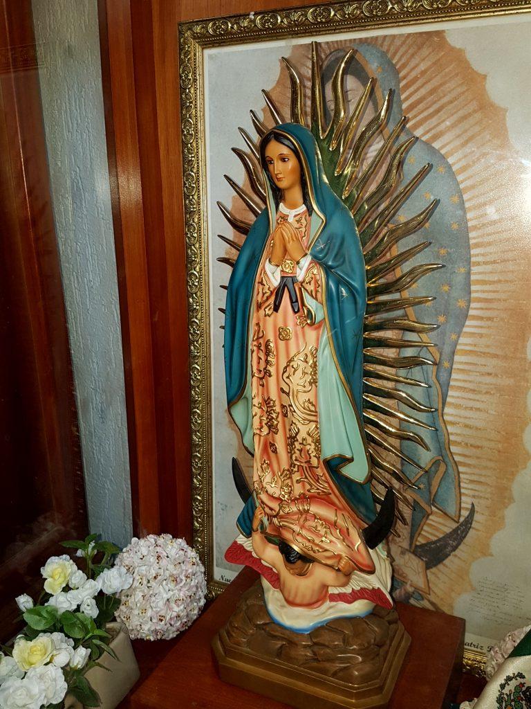 Statue de ND de Guadalupe: pudeur et beauté, élégance et humilité