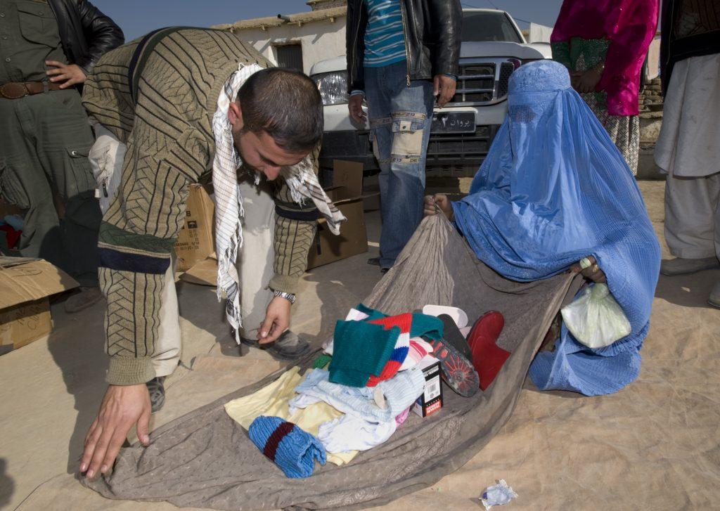 Femme en Burka: la modestie n'exige pas de cacher son visage, ses mains ou ses pieds!
