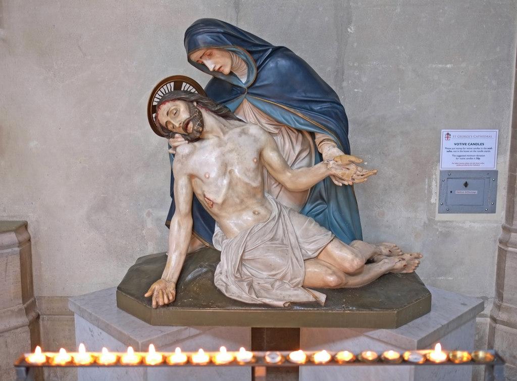 Piéta pleurant sur le Christ mort aussi pour les péchés contre la modestie