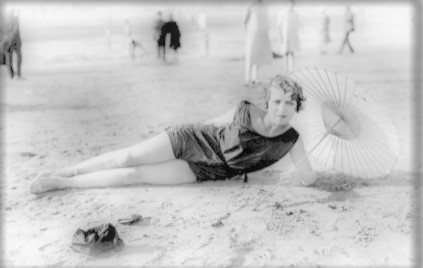 Femme en tenue de bain dans les années 20