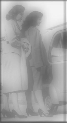 Jeunes femmes court vêtues au XXième siècle